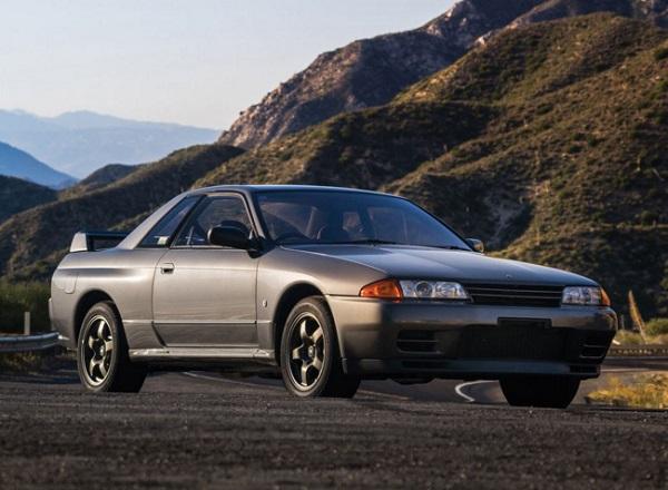 Skyline GT-R R32)